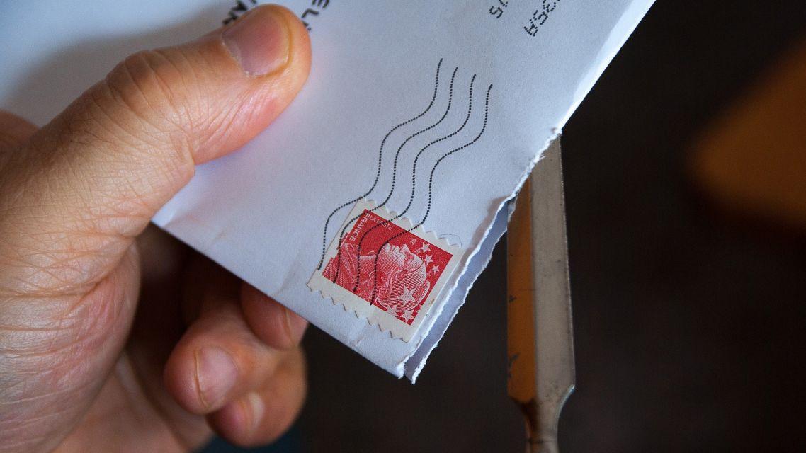 Oznámenie o uložení poštovej zásielky - Božík Peter